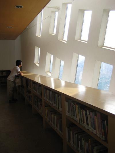 我喜歡有自然光的圖書館(Biblioteca Espana)