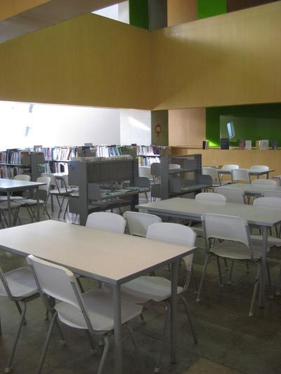 不大但是很舒服的閱讀區(Biblioteca Espana)