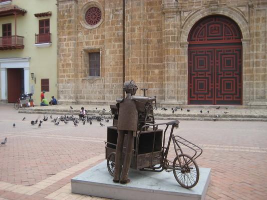 後面的小販剛好也跟銅像一樣,是腳踏車剉冰攤