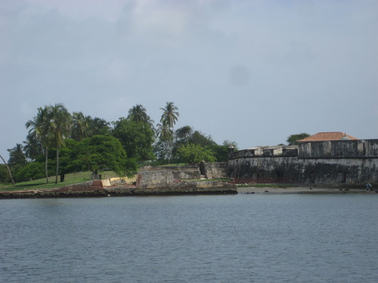 岬角上也是有殖民時代的堡壘等防禦