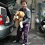 1/23下午一點半~來到了中和鈕先生的家~原來是鈕先生請我代辨寵物出國~要把他家的黃金弟弟寄到上海去~^^