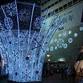 第一天_東大門很漂亮的燈飾.JPG