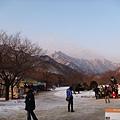 第三天_韓國的山還蠻壯觀的.JPG