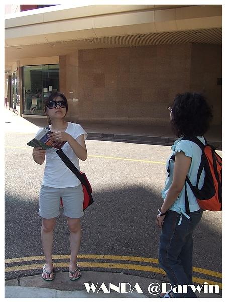 2008-09-06-又開始要看地圖找地方玩了喔.JPG
