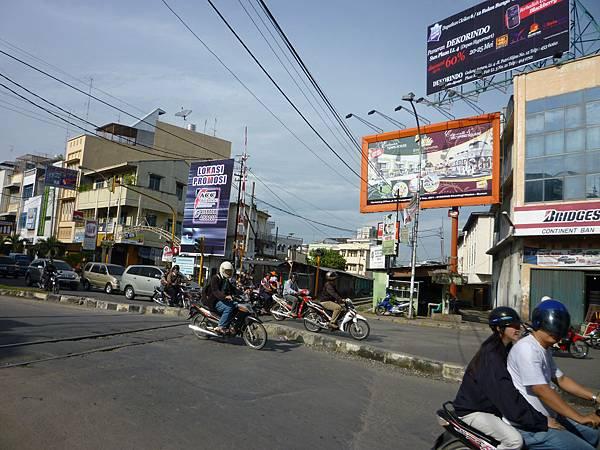 棉蘭市的平交道.JPG