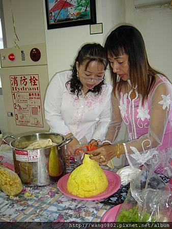 印尼姐妹正為薑黃飯塑身.JPG
