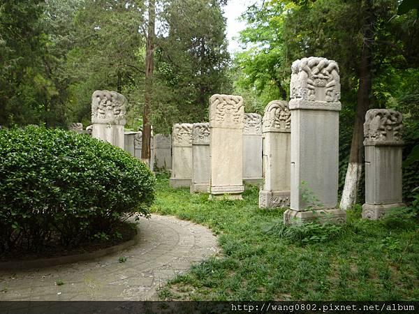 神父墓地.JPG