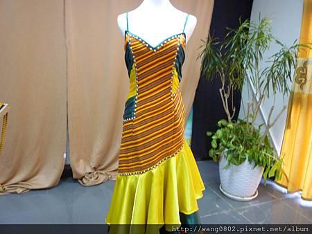 手織布設計的禮服
