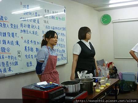 左是岩川老師;右為翻譯
