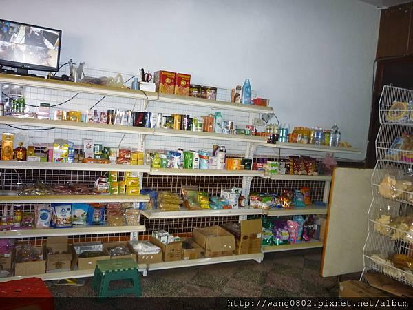 店內陳列食品的一.JPG