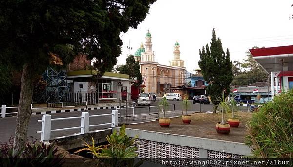 泗水加油站旁的清真寺.jpg