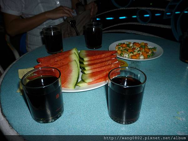 船上招待的水果及飲料.JPG