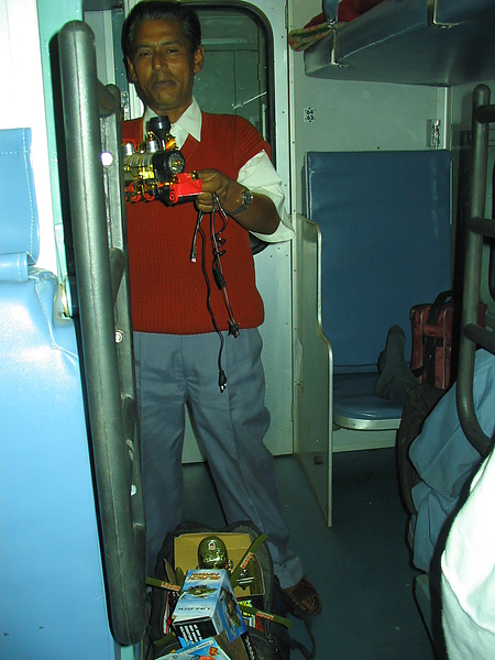 賣玩具火車的小販.JPG