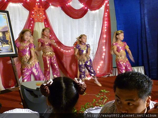 小朋友跳印度舞.JPG