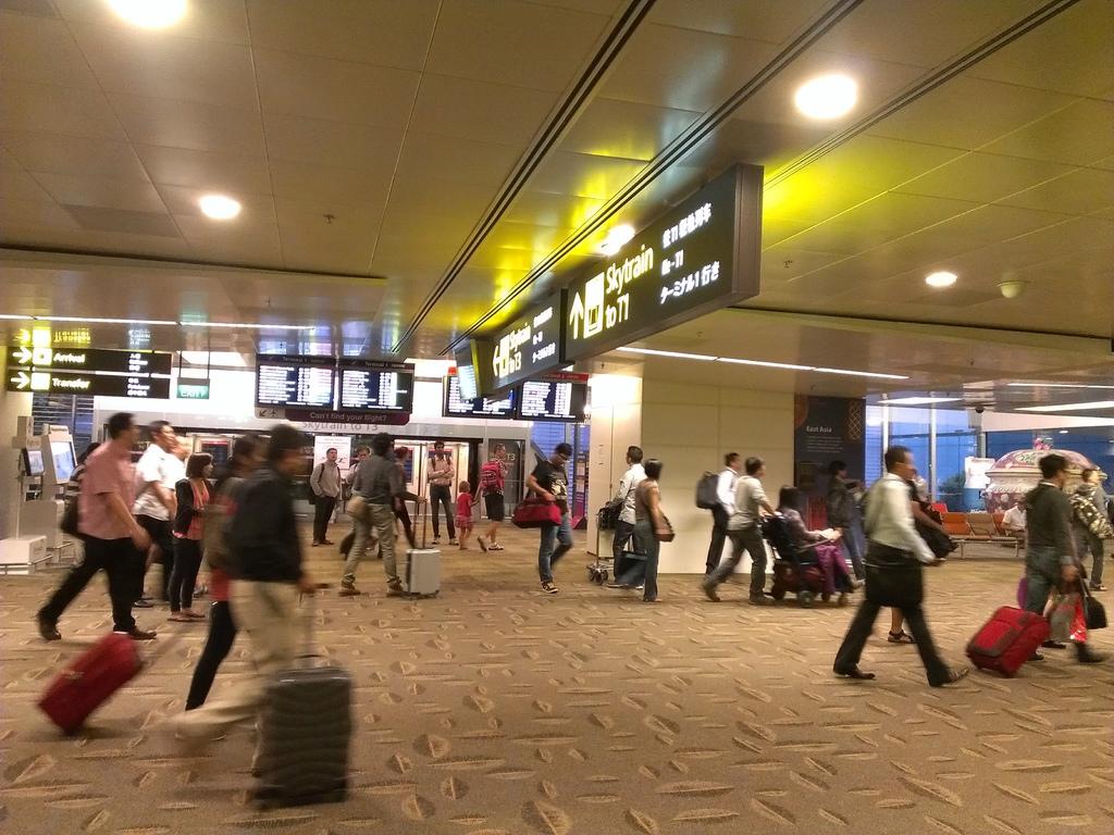 要在新加坡等6小時轉機><