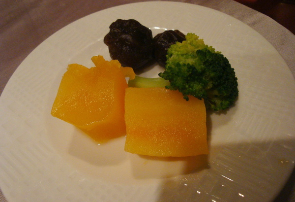 附菜~甜滋滋番薯 花椰菜 跟酸梅@@