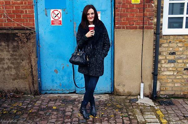 Outfit-Wallis-tweed-fur-coat-900x597