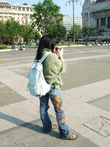 米蘭中央車站前之第一張被Livia偷偷拍照