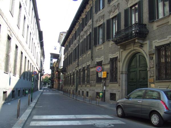 離開米蘭科學技術博物館往米蘭大教堂之僻雅靜巷