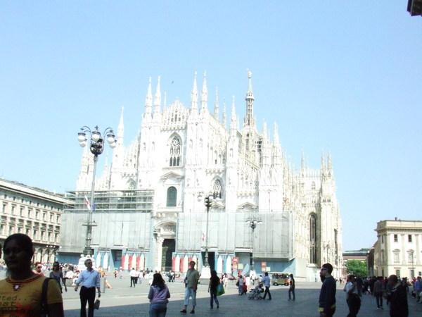 白嚇嚇,嚇嚇叫地像幽靈古堡樣之米蘭大教堂