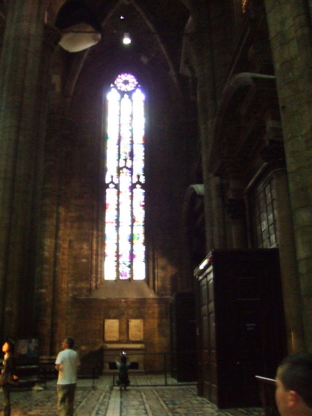 不曉得在挑高幾層個什麼鬼之米蘭大教堂窗戶