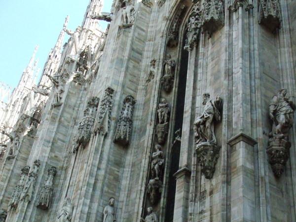 米蘭大教堂之美的咧外部雕像