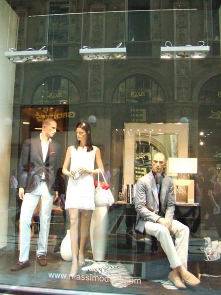 雖然買不起還是要晃晃之服飾店櫥窗