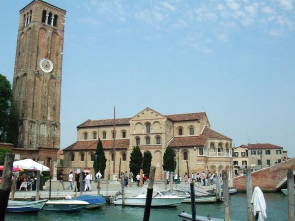 Livia大鏡頭之橋旁鐘樓教堂老是長相伴