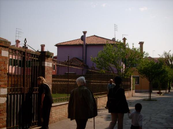 走在Burano彩色街道大連發之二
