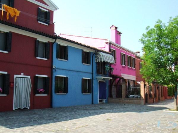 走在Burano彩色街道大連發之十一