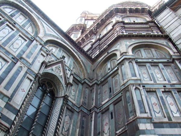 來到翡冷翠第一件事就是去爬聖母百花大教堂之Duomo好高啊