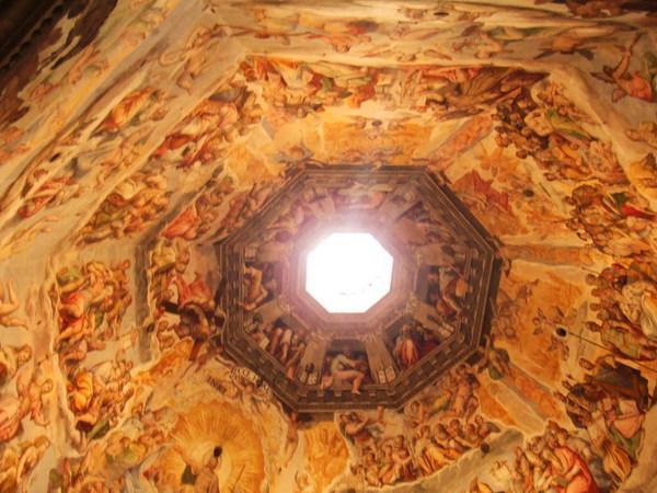 Duomo好高啊之爬到一半的圓頂壁畫