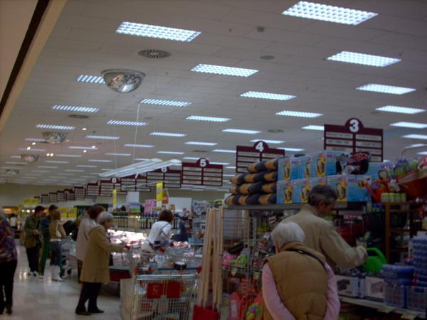 與我們一起逛超市之義大利人群