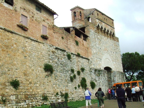 好事多磨之總算來到中古世紀美麗塔之城San Gimignano