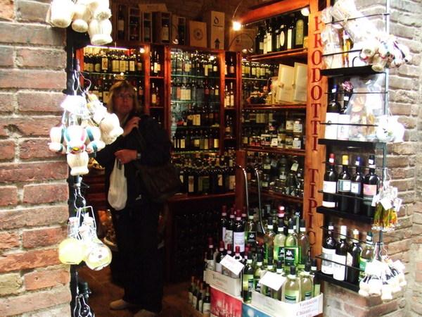 不論是哪個年代義大利人都少不了之瓶瓶罐罐大酒店