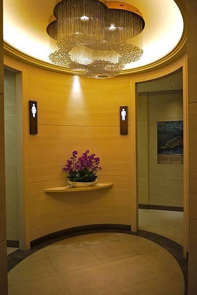 第一航廈終於有個像樣點的廁所。