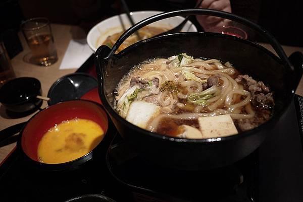 牛肉壽喜燒烏龍,830円。