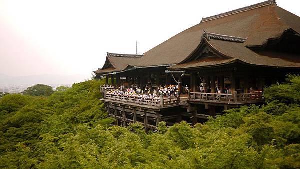 每個人到了清水寺都一定會拍的清水舞台。日本曾經享把這個景色推向世界七大奇景,雖然是功敗垂成,但也能想像這個景色多麼的有張力。