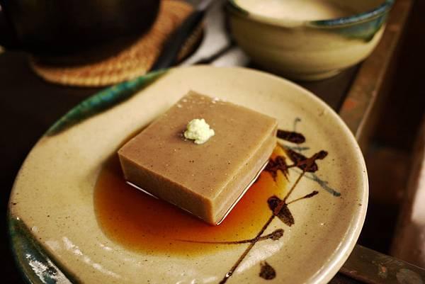 老店奧丹的胡麻豆腐,最貴的一餐。