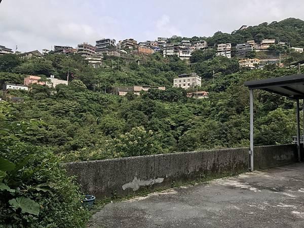 民宿前方廣場景色