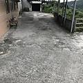 民宿門口停車空間