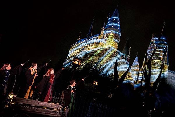 圖一.日本將整個霍格華茲城堡一次點亮.jpg