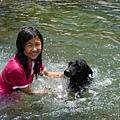 跟姐姐一起玩水