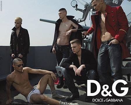 Dolce-Gabbana-dolce-and-gabbana-1254540_1280_1024.jpg