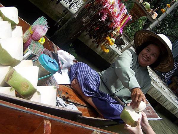 來泰國喝的椰子,甜
