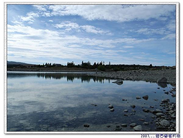 蒂卡波湖-等著雲層見開,期待出大景.jpg