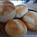 烤的酥酥又熱熱的麵包.jpg