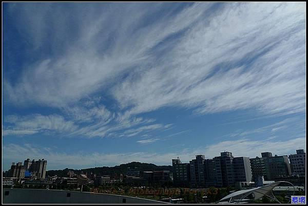 100.06.23 早安...如水彩畫般的晴空.jpg
