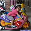 穿著寶寶體驗一下騎重機的FU.jpg