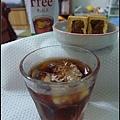 午後微熱山丘的鳳梨酥+無糖的紅茶.jpg